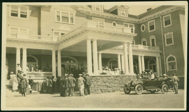 Vintage photo of guests in front of the exterior of the Stanley Hotel in Estes Park, Colorado